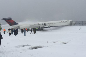 LaGuardia Airport Shut Down for Hrs after Delta Jet Skids